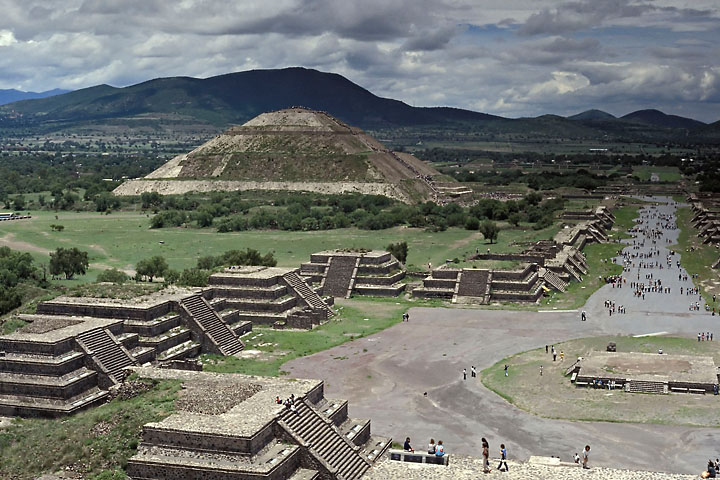 Pyramid of the sun and avenue of the deads - Mexico - Teotihuacan - July 1984 - Architecture