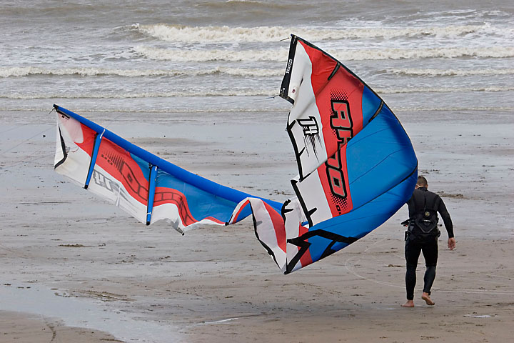 Kitesurfer and his wing on the beach - France/Normandy - Le Havre - August 2005 - Le Havre